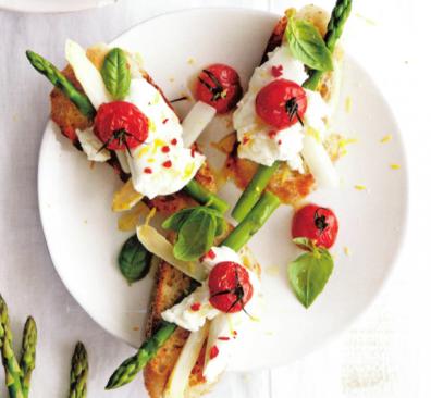 Bruschetta asperges en mozzarella