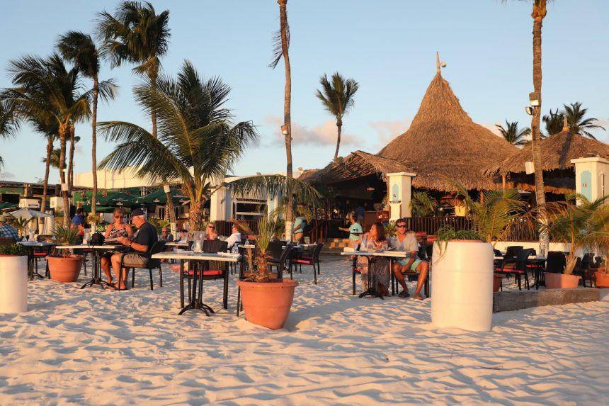 Restaurants Aruba tips hotspots one happy island Barefoot restaurant puuruiteten