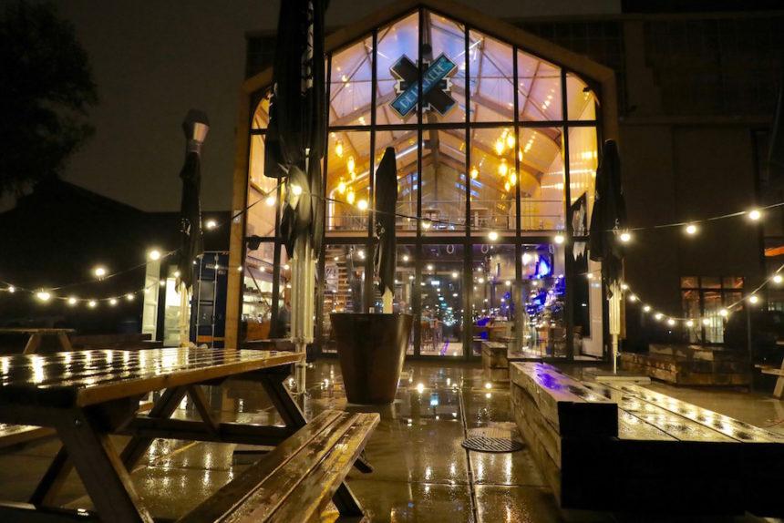 Werkspoor Café De Leckere Utrecht biologisch restaurant puur uit eten terras aan het water