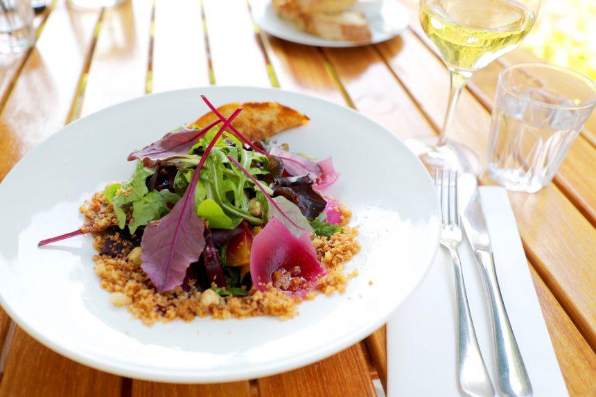 Vegan recept salade van biet bietenhummus restaurant merkelbach amsterdam
