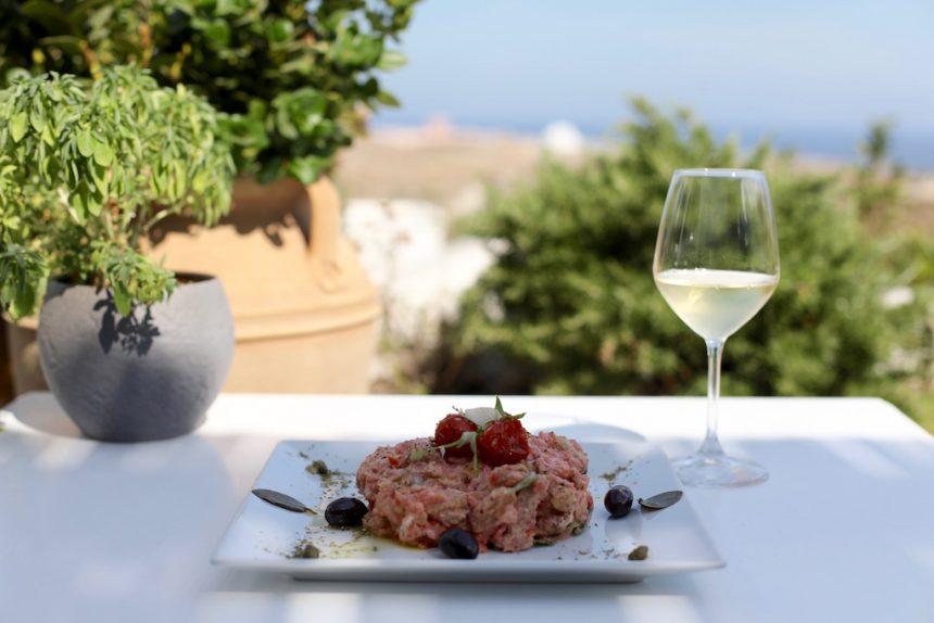 Restaurant Artemis Karamolegos Santorini wijn